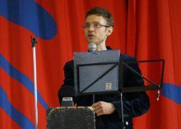 Mathias Granum holder velkomsttale til årgang 2 på Efterskolen Epos