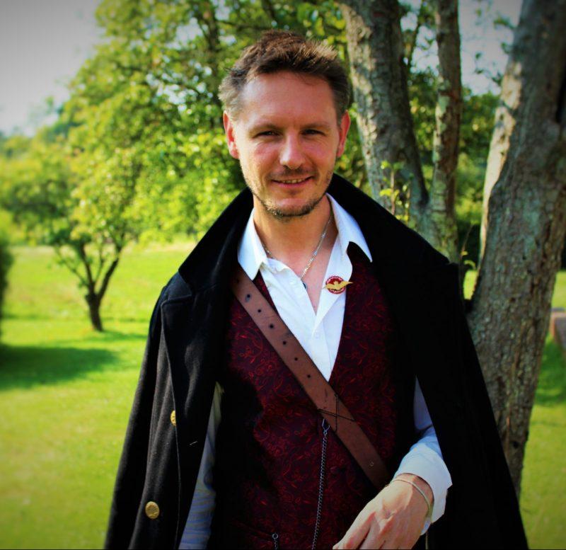 Mads Lund - dansklærer på Epos og kåret til månedens fortæller af Fortællere i Danmark